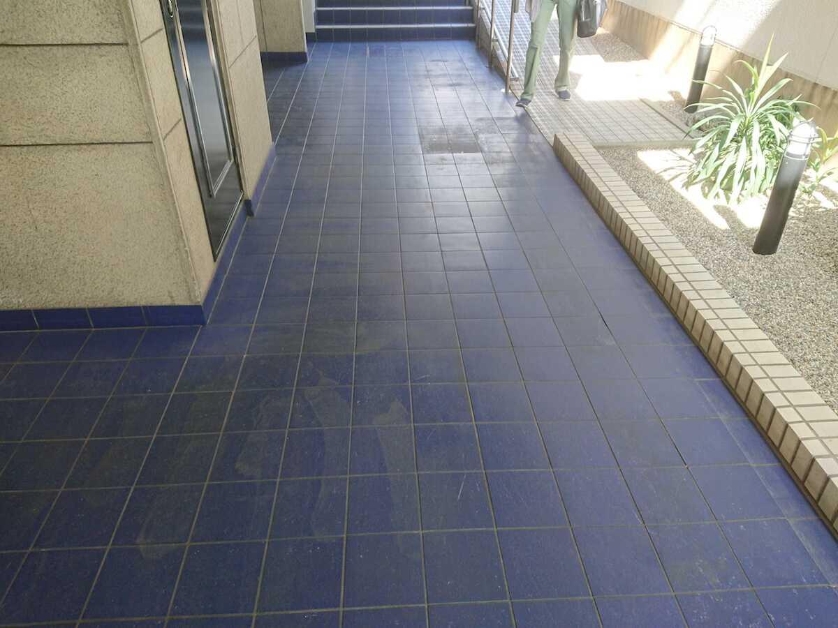 Pマンションの床