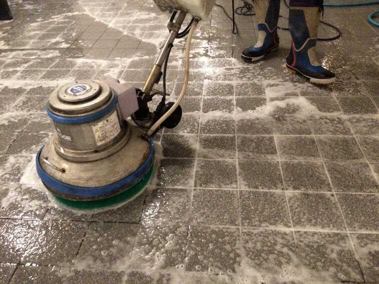 アルカリ洗浄作業